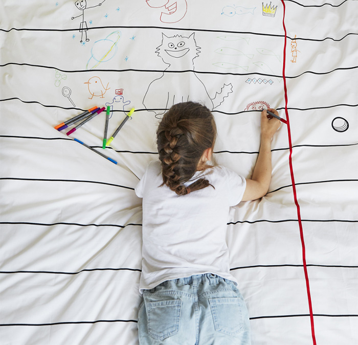 Bed cover that you can doodle on
